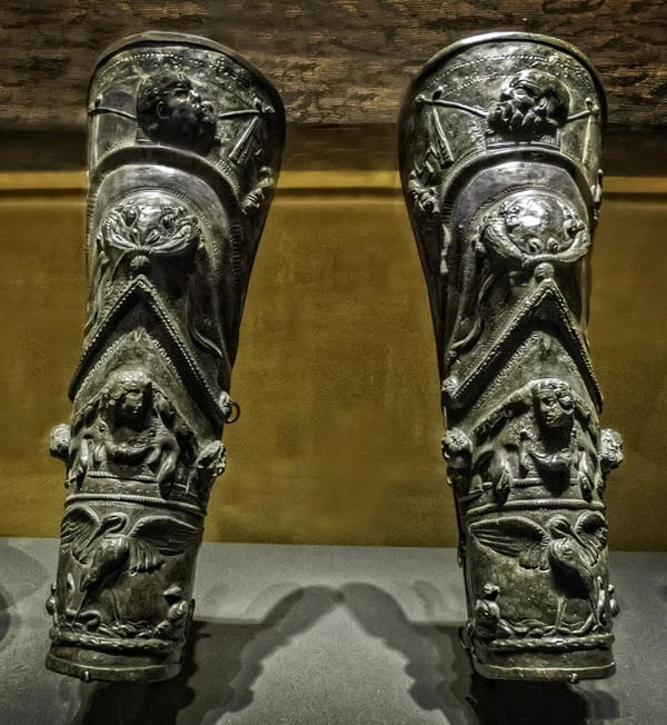 Greaves (leg guard armor)