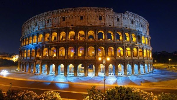 Colosseum changes its color