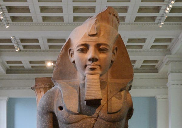 Amenhotep III statue